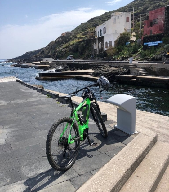 Discover Pantelleria on a mountain bike
