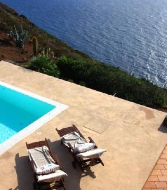 Swimming pool Villa Scauri