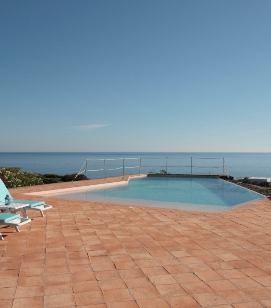 Private swimming pool with sea view in Pantelleria