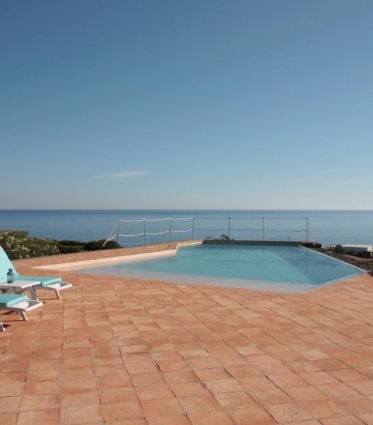 Piscina privata con vista mare Pantelleria